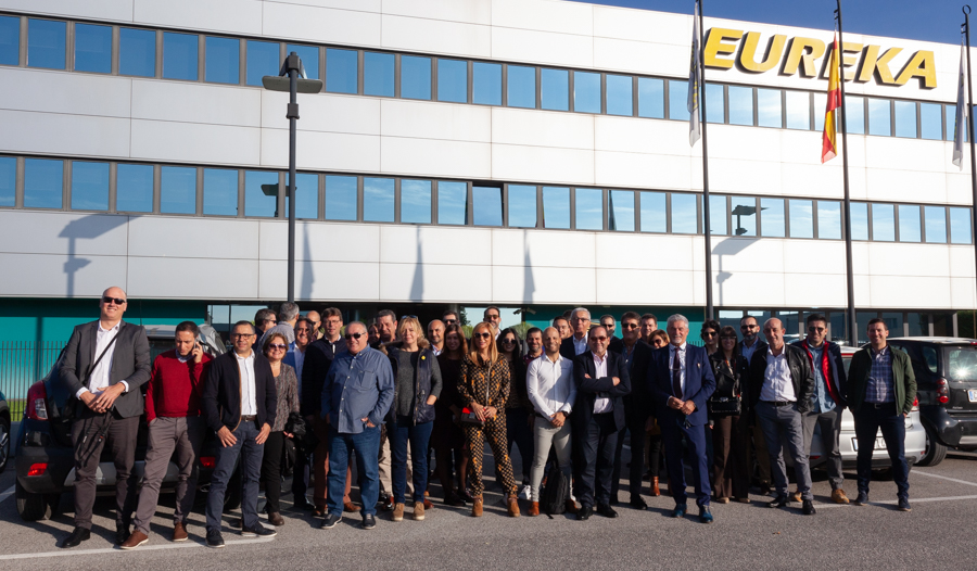 A delegation of Spanish customers visited Eureka last week.