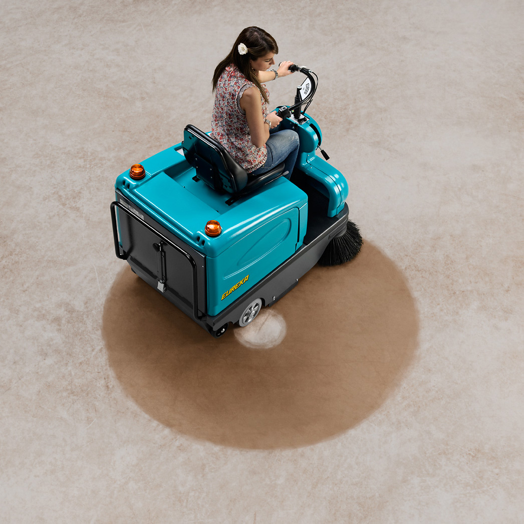 TIGRA RIDE-ON VACUUM SWEEPER