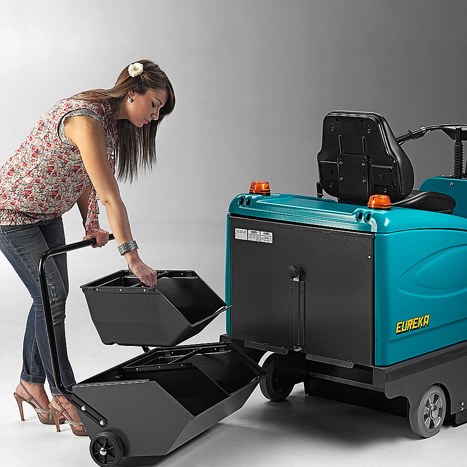 EASY TIGRA RIDE-ON VACUUM SWEEPER