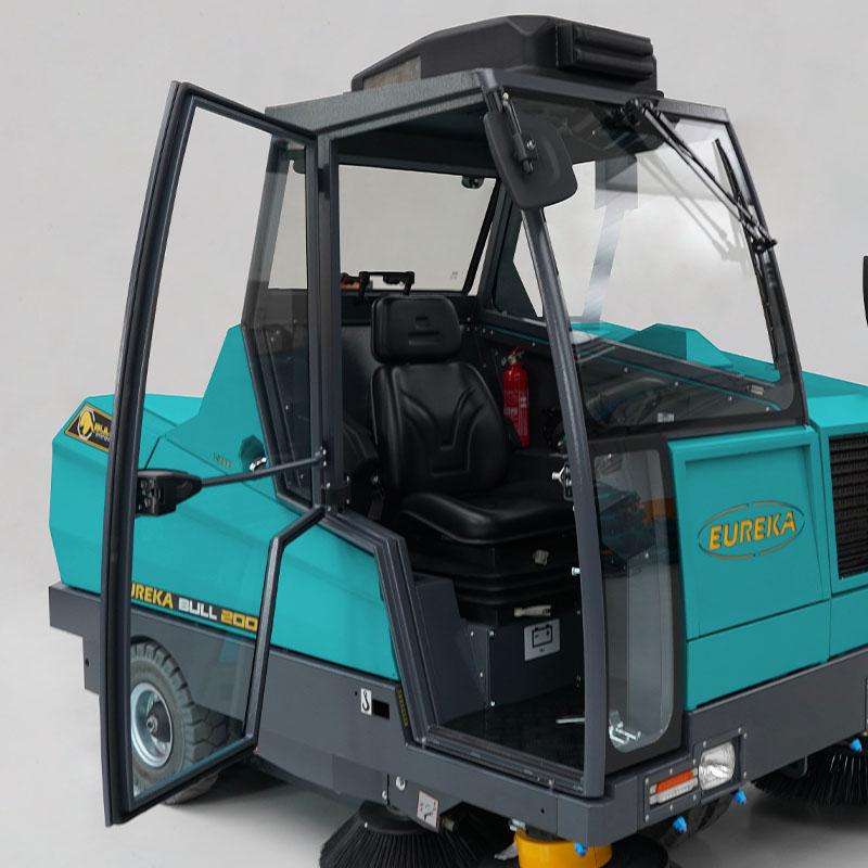 EUREKA BULL 200 | Driver's cabin