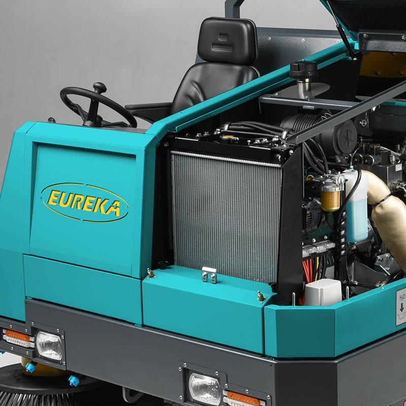 Eureka BULL 200   Sistema de refrigeración del motor con radiador delantero.