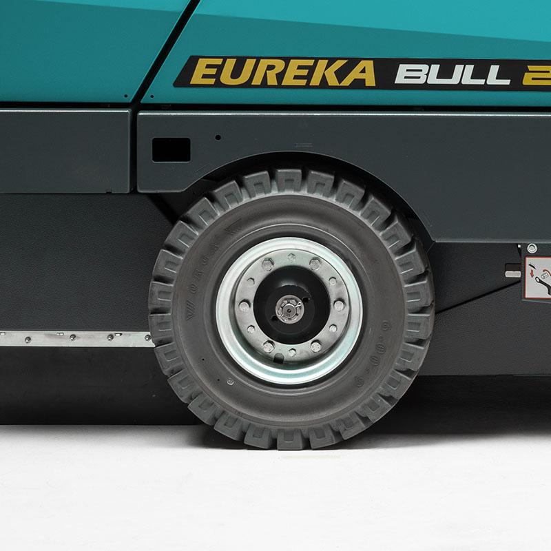 Eureka BULL 200   Superelastische oder pneumatische Räder