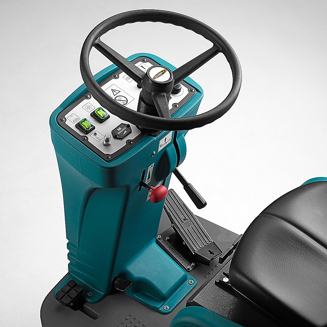 EASY AND INTUITIVE CONTROLS E65, E75, E83 RIDE-ON SCRUBBER-DRYERS