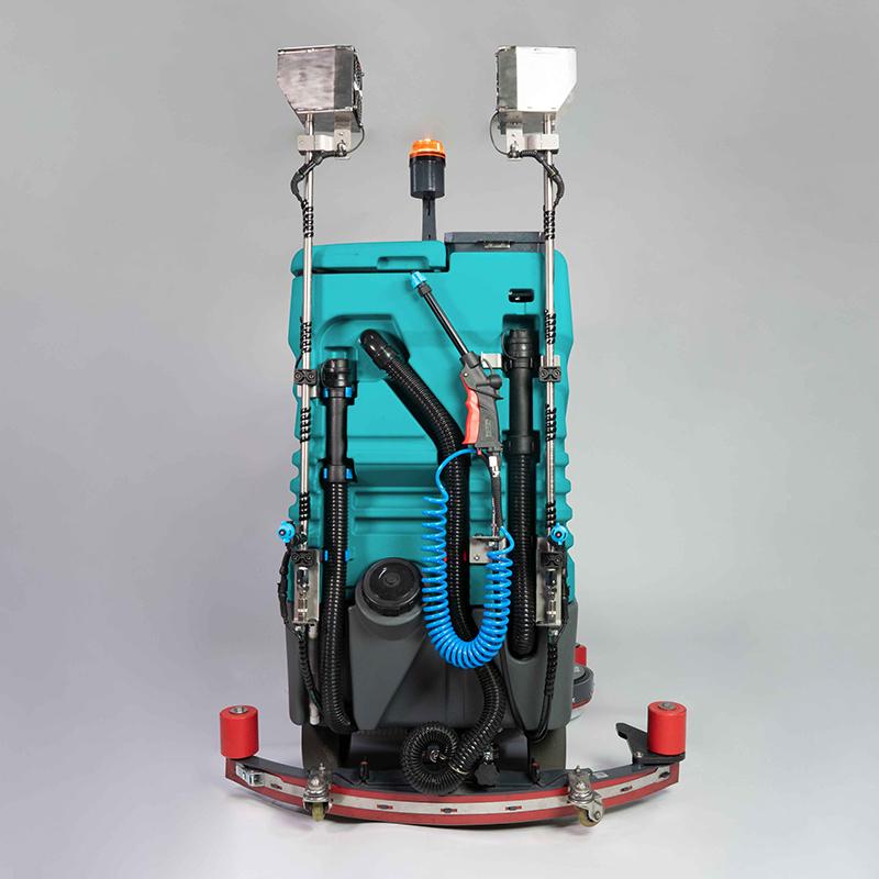 Lavasciuga pavimenti Eureka con kit per sanificare