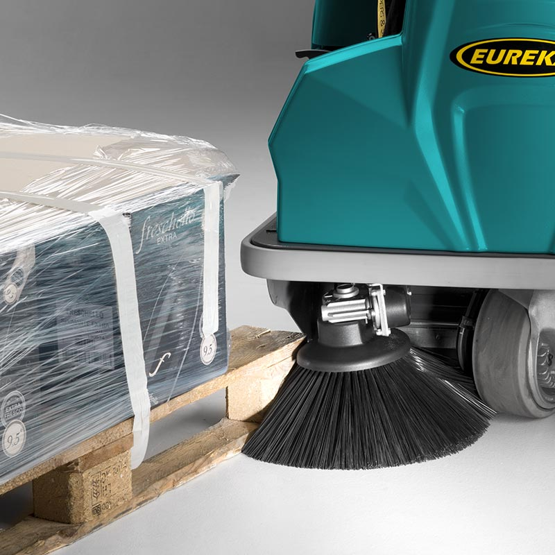 SIDE BRUSHES THE RIDER 1201 RIDE-ON SWEEPER