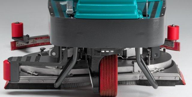 Eureka E100 di serie con piatto spazzole e terpavimento in acciao INOX