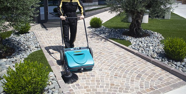 Sweeping driveways and parking lots with Picobello