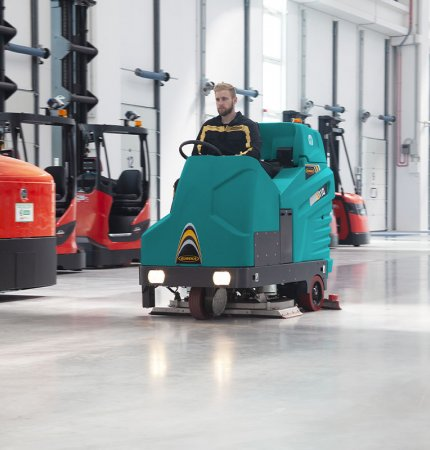 HIGH PERFORMANCE E110 RIDE-ON SCRUBBER-DRYER
