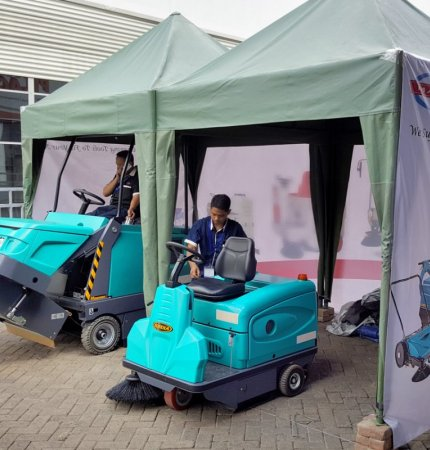 Magnum and Rider - Eureka's sweepers at Expo Clean Indonesia 2016
