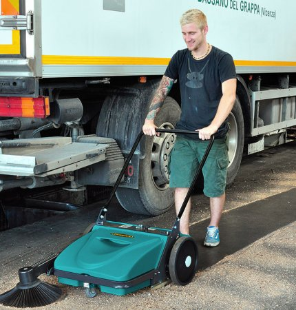 EASY TO USE PICOBELLO 151 PATENTED PUSH SWEEPER