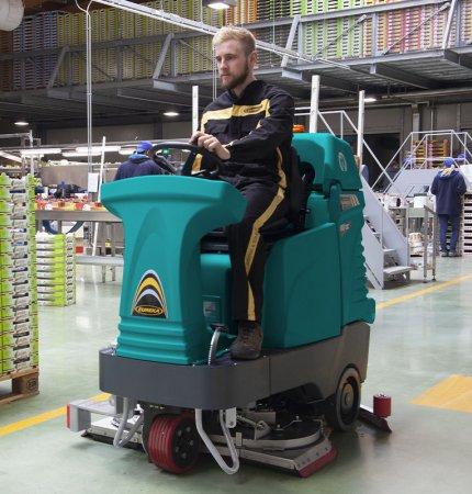 lavapavimenti E100 veloce, agile e sicura