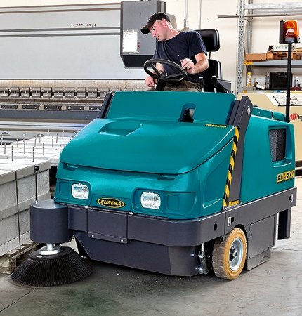MAGNUM NOTHING BUT HEAVY DUTY MAGNUM RIDE-ON SWEEPER
