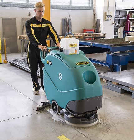 ERGONOMIC DESIGN - EXTREMELY MANEUVERABLE E50 WALK-BEHIND SCRUBBER-DRYER