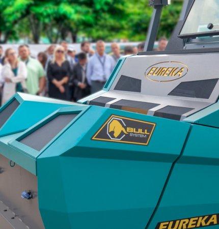 DImostrazione pubblica della nuova spazzatrice industriale Eureka Bull 200