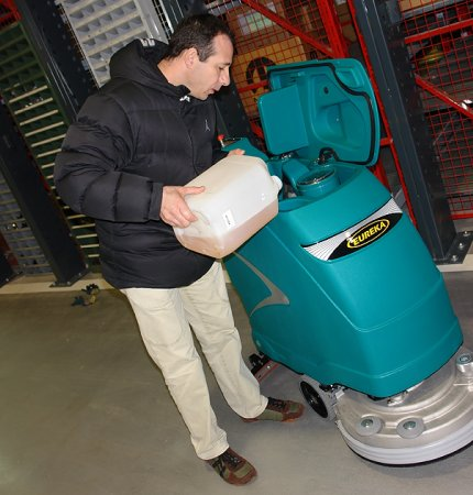 EASY MAINTENANCE E51 WALK-BEHIND SCRUBBER-DRYER