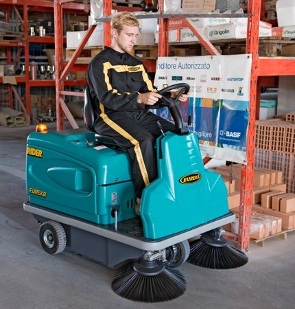 GREAT PERFORMANCE THE RIDER 1201 RIDE-ON SWEEPER