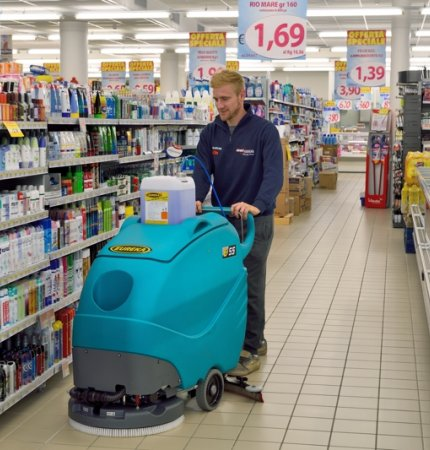 EXTREMELY MANEUVERABLE E55 WALK-BEHND SCRUBBER-DRYER
