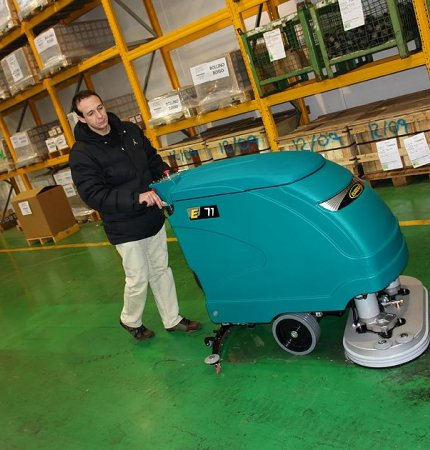 GREAT RESULTS COMPACT DESIGN E71 SCRUBBER-DRYER