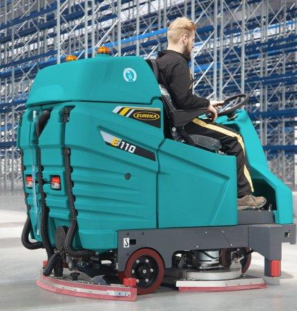 Lavasciuga pavimento Eureka E110 presso stabilimento logistico