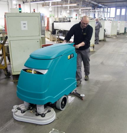 INNOVATIVE AND UNIQUE E71 SCRUBBER DRYER