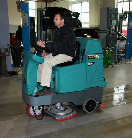 INNOVATIVE E85 SCRUBBER DRYER