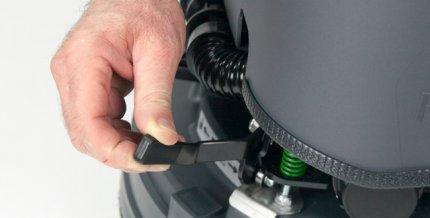 Dispositivo aggancio automatico spazzola Eureka Lavasciuga E50 E55